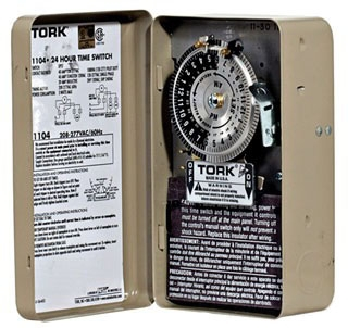 TORK 1109A TIME CLOCK 208-277V MOTOR DOUBLE POLE SINGLE THROW (DPST) WITH METAL INDOOR CASE (REPLACES 1104)