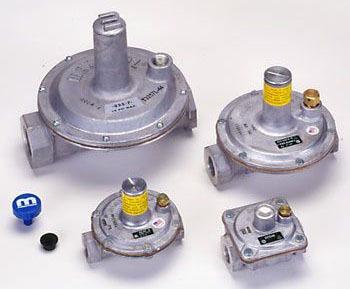 "1/2"" Multi-Poise Pressure Regulator - Natural Gas, NPT, 8"" WC"