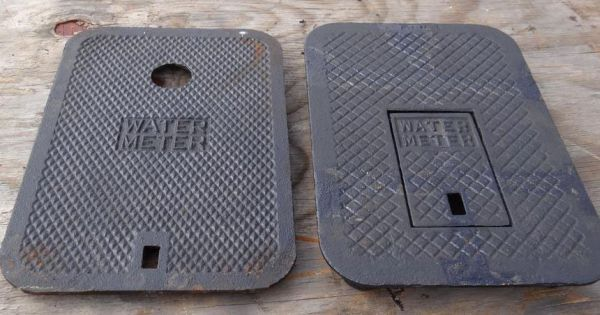 """16-9/16"""" x 11-1/2"""" x 15/16"""", Grey Cast Iron, Water Meter Logo, Meter Box Lid with Touch Read Hole"""